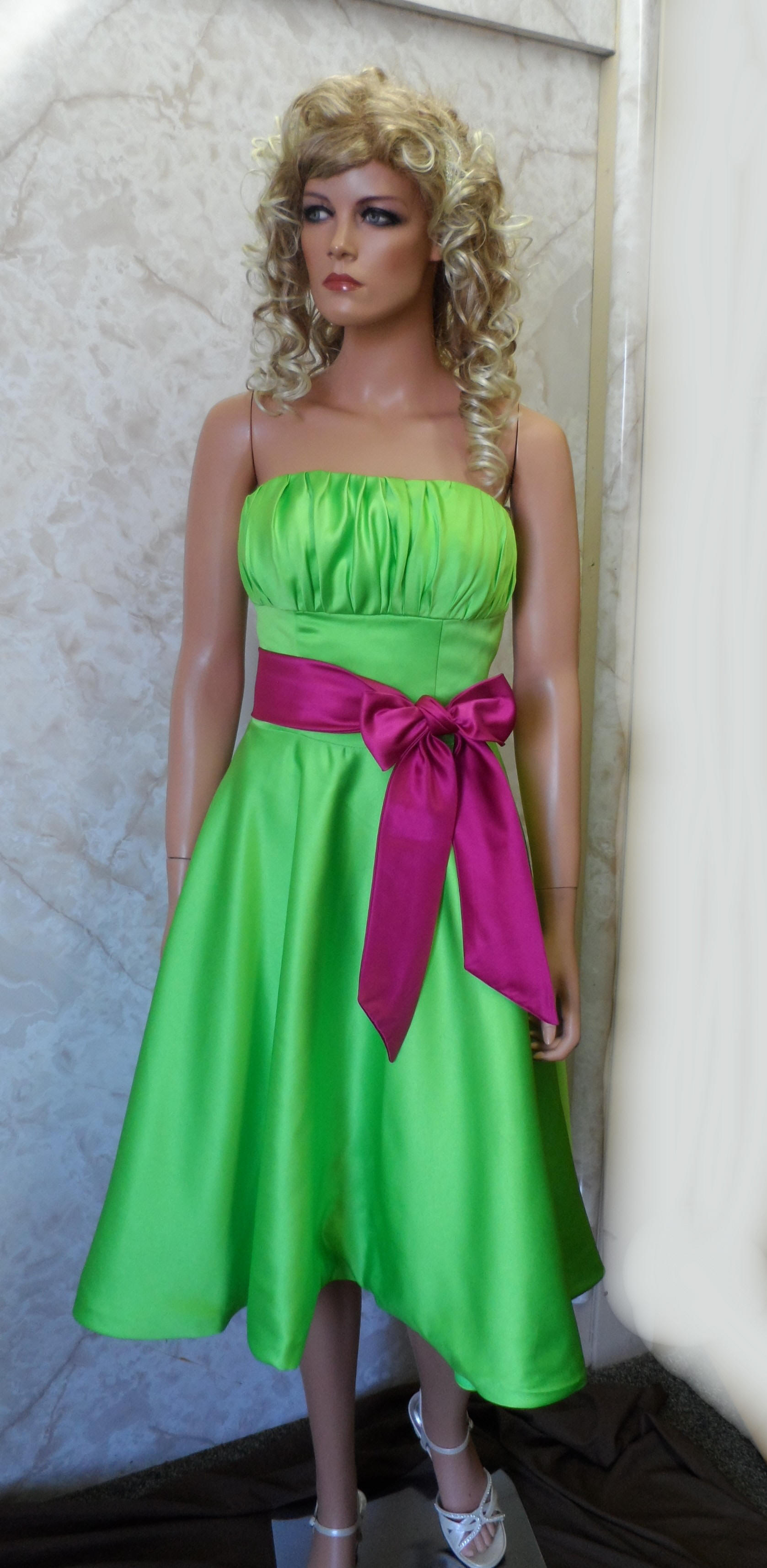 short green bridesmaid dress with fuschia sash