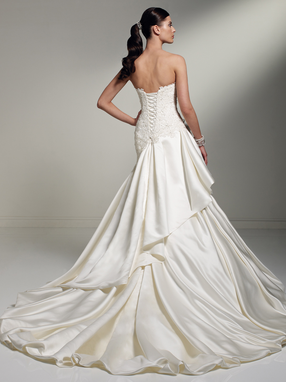 Wedding dresses with pick up skirt for Pick up skirt wedding dresses