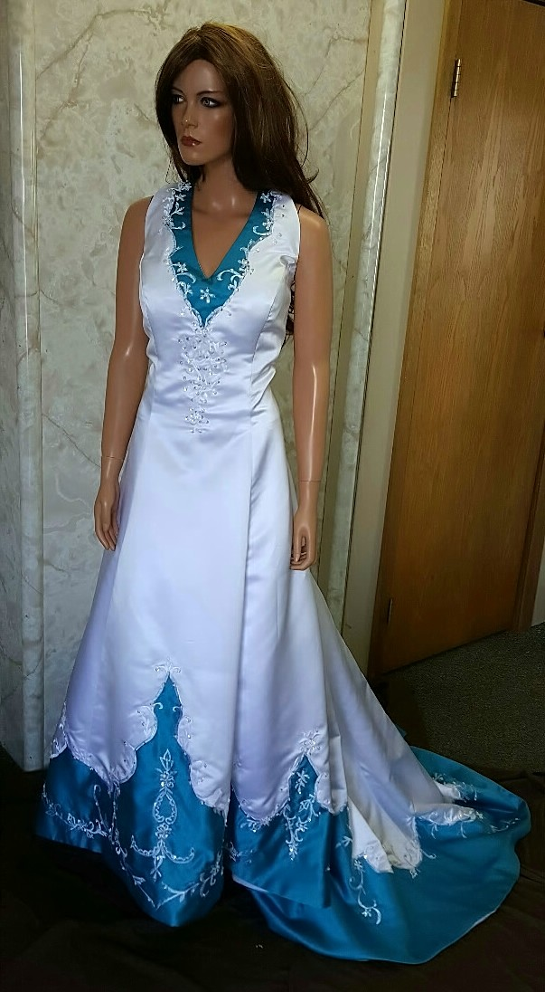 Colorful bridal gowns color accents bridal gown white and turquoise wedding gown junglespirit