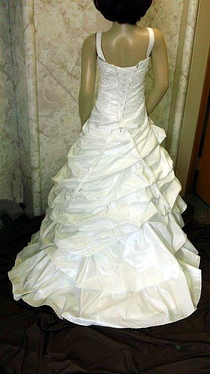 Mini wedding dress for flower