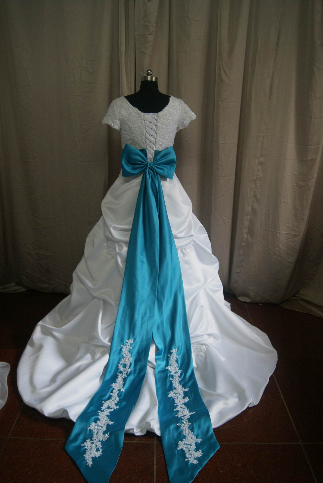 Lace dropped waist pickup wedding dress for Turquoise and white wedding dresses