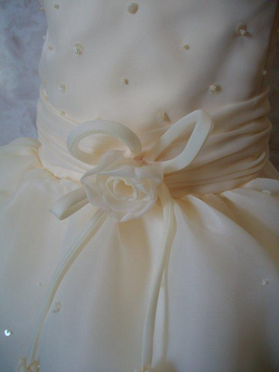 flower and bow enhance the waistline