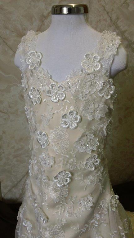 flower appliqued lace dress