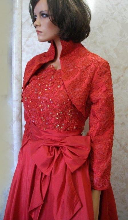 Short lace knee length wedding dress.